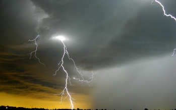 Strong/severe thunderstorms Monday<br>ahead of humidity-lowering cold front